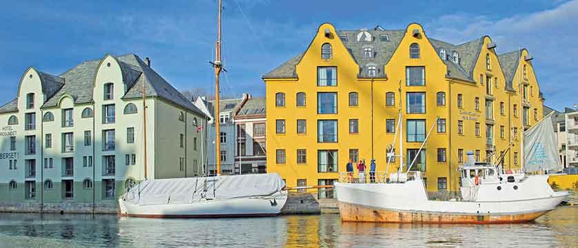 Hotel Brosundet, Ålesund, Norway - exterior.jpg